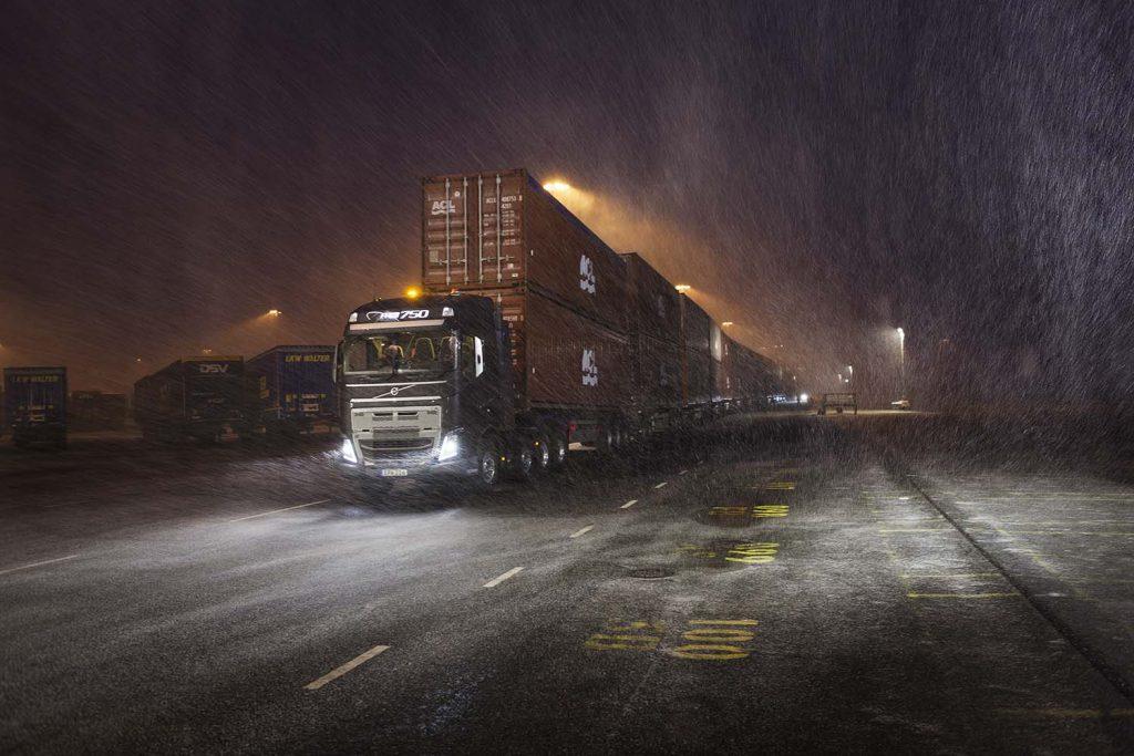 Un camion Volvo urnește 750 de tone