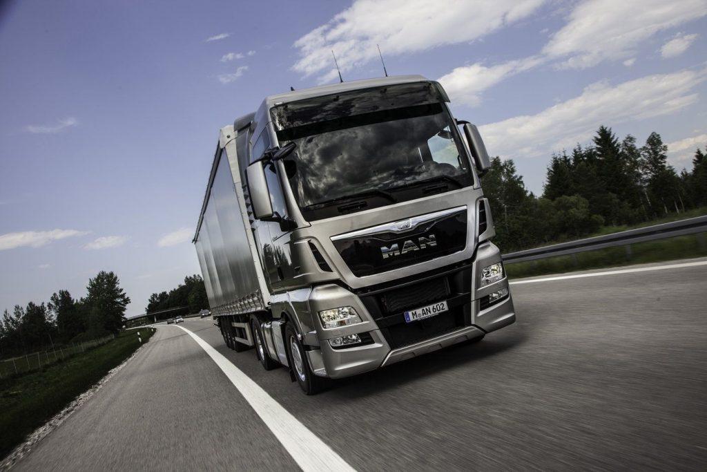 Producătorii de camioane ar putea primi cea mai mare amendă din istoria UE