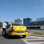 Guvernul vrea să scoată de pe piaţă aplicaţiile de taxi fără dispecerat şi serviciile precum Uber şi Taxify