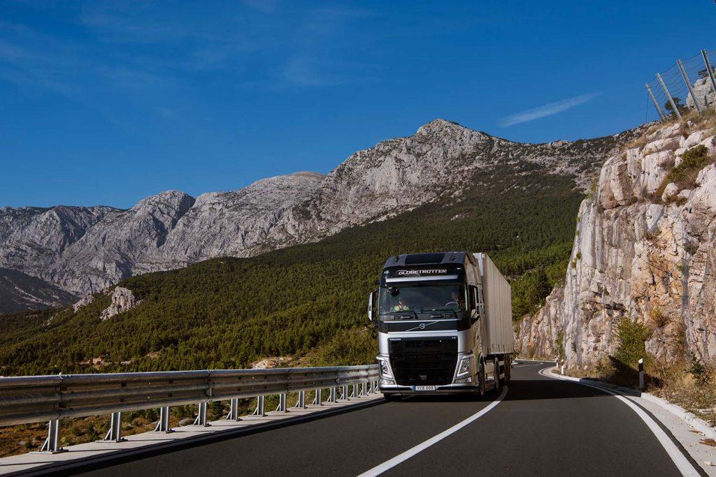 Transportatorii solicită Guvernului extinderea plafonării tarifelor asigurărilor RCA