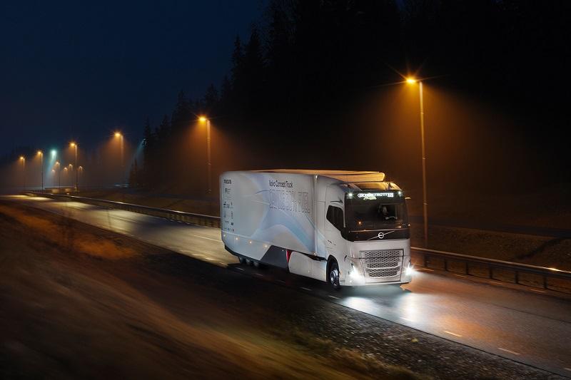 Volvo Trucks testează un lanț cinematic hibrid pentru transportul de cursă lungă