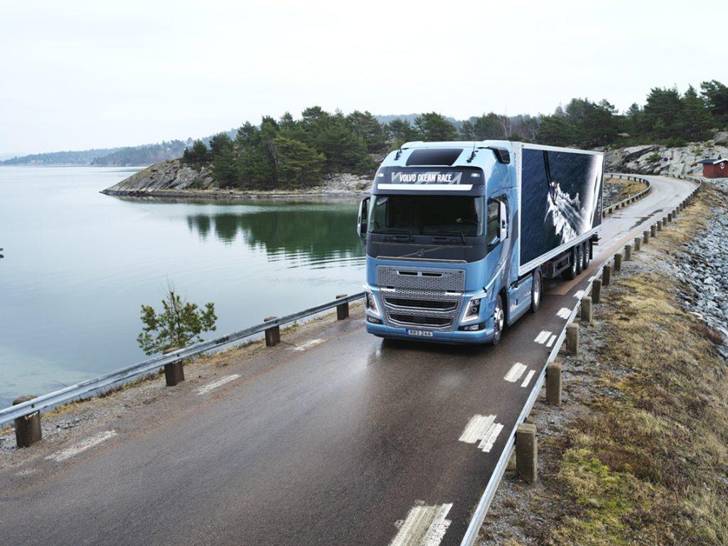 Volvo Trucks a prezentat ediția limitată Volvo Ocean Race 2017–2018