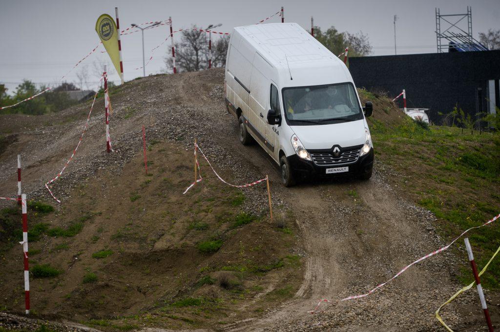 Am testat gama de utilitare 4×4 de la Renault