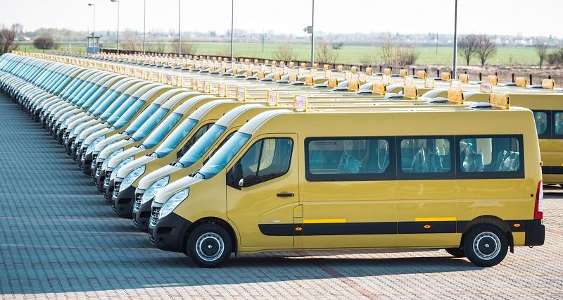 RENAULT a livrat o flotă de 95 de microbuze pentru transportul elevilor în R. Moldova