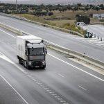 Transportatorii avertizează că vor mări tarifele dacă Statul nu restituie supraacciza