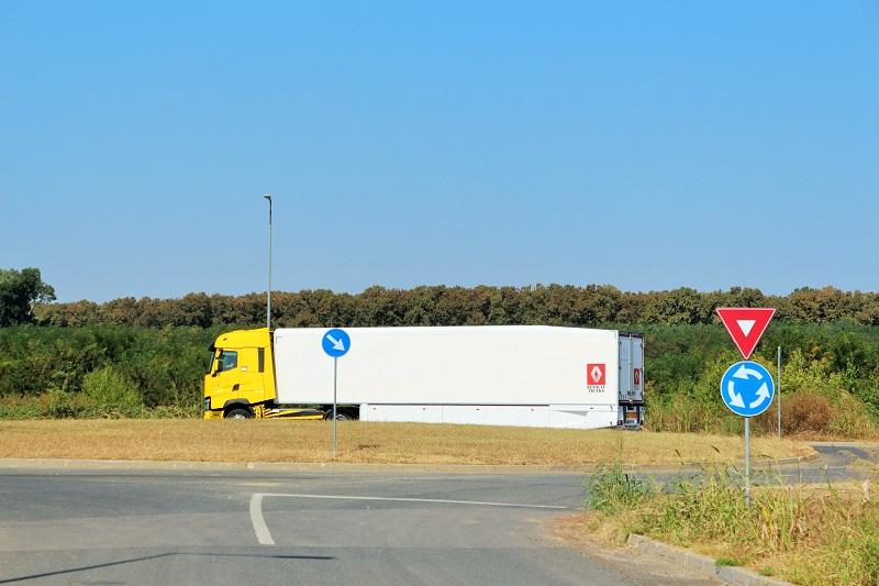 Transportatorii şi retailerii români solicită UE să introducă standarde noi de reducere a emisiilor pentru camioane