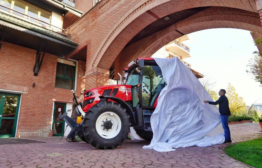 A fost prezentat primul tractor agricol fabricat în România, după o pauză de 10 ani