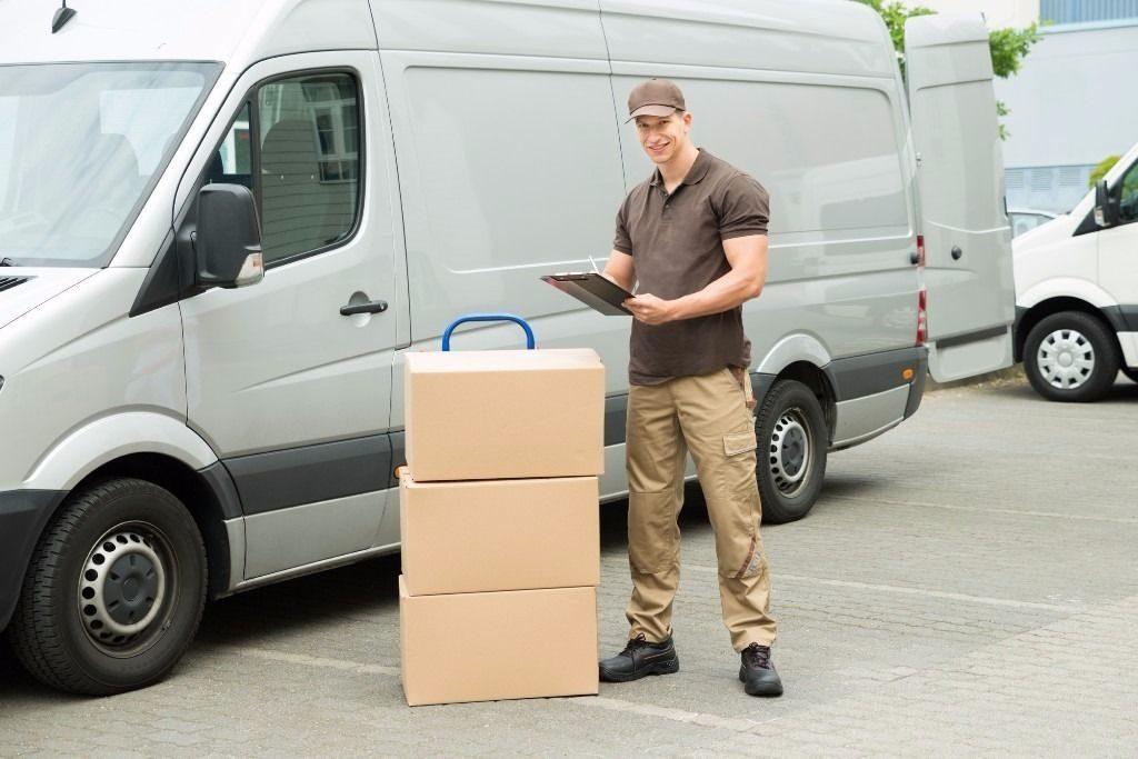 Comerţul online duce piaţa serviciilor de poştă şi curierat din România la peste 4 miliarde de lei, în 2018
