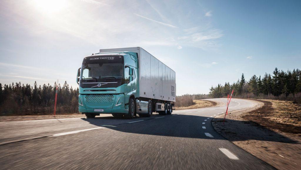 Volvo Trucks prezintă conceptul de autocamioane electrice de mare tonaj pentru aplicații în construcții și în transportul regional