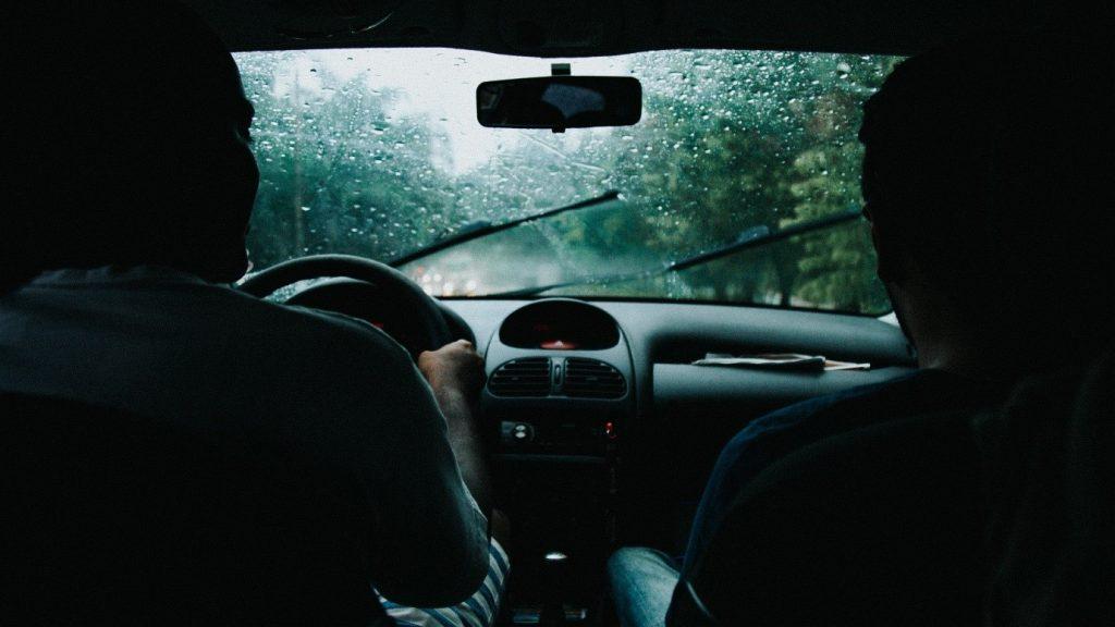 Cum să îți pregătești autoturismul pentru vremea ploioasă